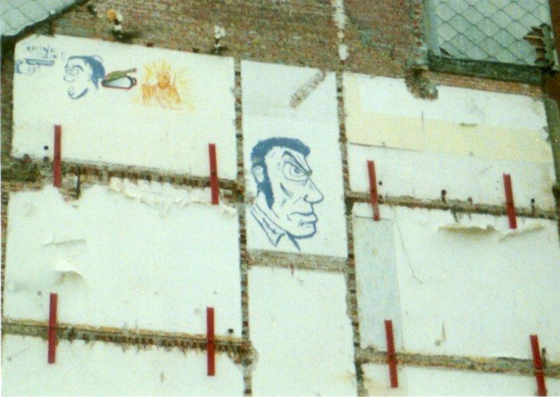Graffitis antisémites sur le mur d'un immeuble à Knokke